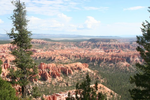 View of Bryce Canyon from the Bryce Point trail head.